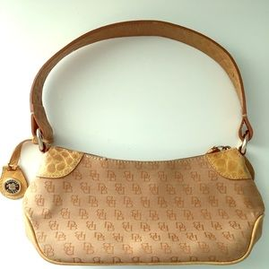 Dooney and bourke designer handbag